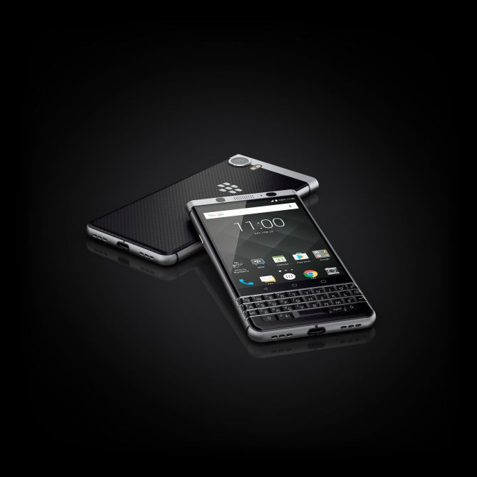 BlackBerry KEYone_09_onBlack © BlackBerry .jpg