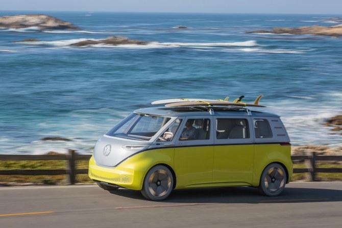 7-Volkswagen-ID-Buzz-driving